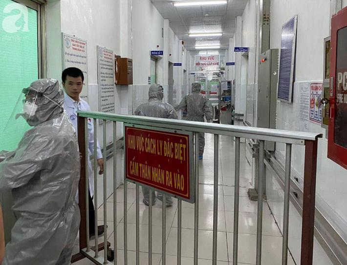 Phát hiện 2 ca nhiễm virus corona đầu tiên tại Việt Nam, Thứ trưởng Bộ Y tế tức tốc vào Nam chống dịch - Ảnh 1