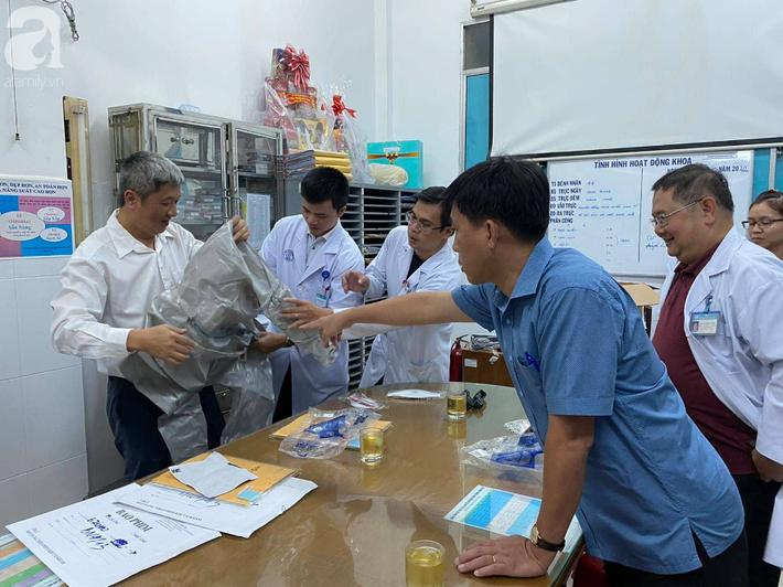 Phát hiện 2 ca nhiễm virus corona đầu tiên tại Việt Nam, Thứ trưởng Bộ Y tế tức tốc vào Nam chống dịch - Ảnh 2