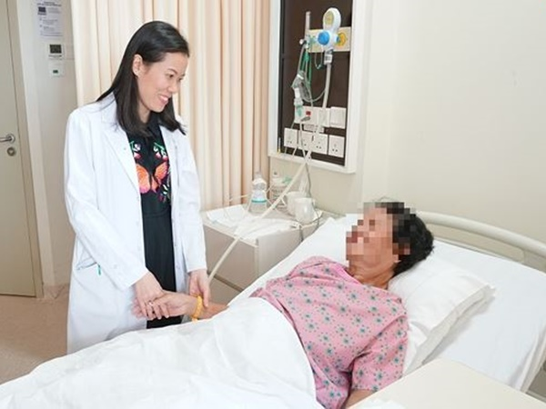 Chủ quan vì ho khan, người phụ nữ bàng hoàng phát hiện ung thư phổi - Ảnh 2