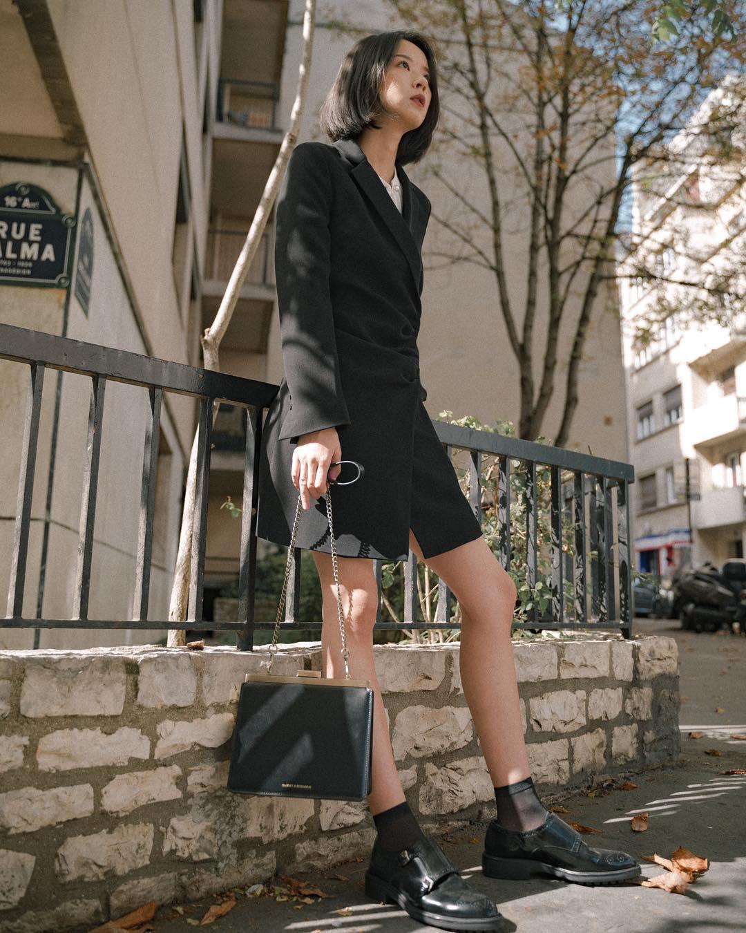 Đồ đen có thể giúp bạn trông gầy đi vài kilogram, nhưng mặc sao cho đẹp thì hãy tham khảo Hà Tăng - Ảnh 2