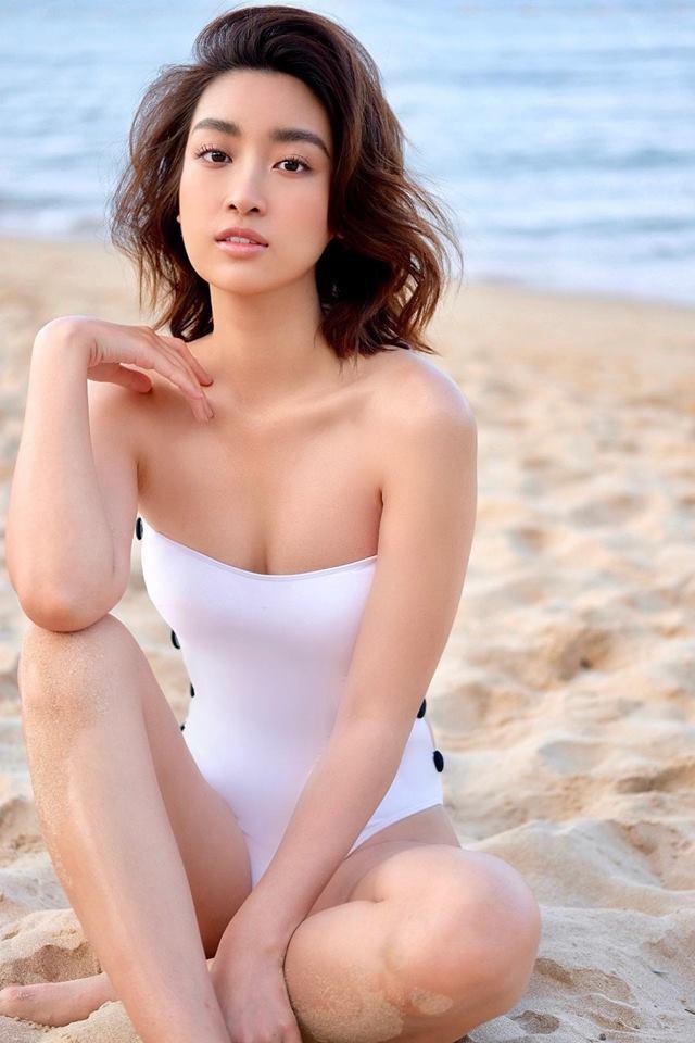 Hoa hậu Đỗ Mỹ Linh diện áo tắm, khoe thân hình gợi cảm chẳng kém cạnh mỹ nhân nào - Ảnh 2
