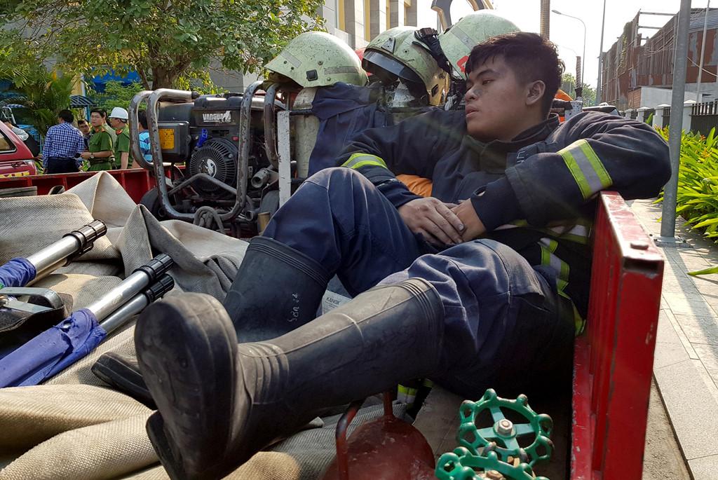 Những người hùng cứu hàng trăm nạn nhân vụ cháy chung cư Carina Plaza - Ảnh 1