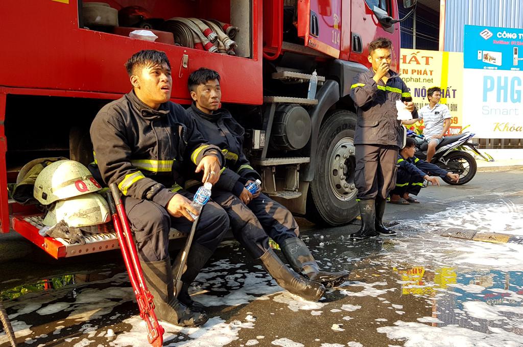 Những người hùng cứu hàng trăm nạn nhân vụ cháy chung cư Carina Plaza - Ảnh 2