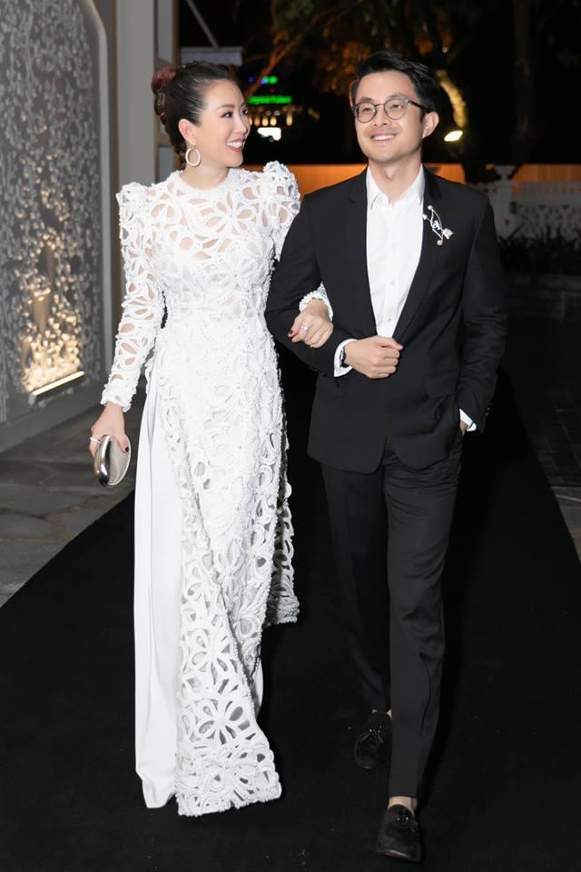 Ở tuổi 43, Hoa hậu Thu Hoài nói gì về tình yêu mà khiến chị em