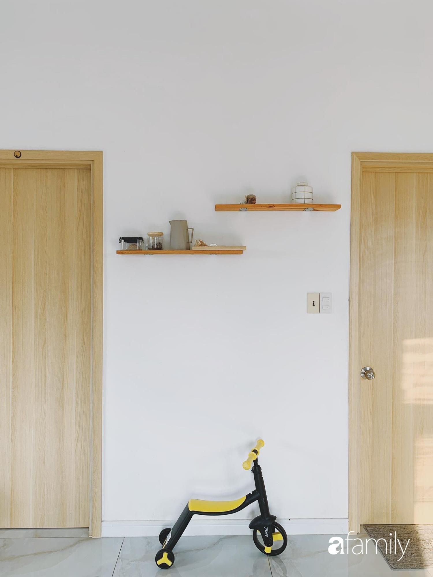 Dù là căn hộ đi thuê nhưng đôi vợ chồng yêu thích sống tự do ở Sài Gòn đã thiết kế nội thất theo phong cách tối giản vô cùng hợp lý lại tiết kiệm - Ảnh 6
