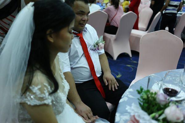 """Đám cưới trong mơ của cặp vợ chồng mù loà: 'Chưa bao giờ nhìn thấy nhau nhưng tôi cảm nhận được tình yêu của nhau"""". - Ảnh 4"""