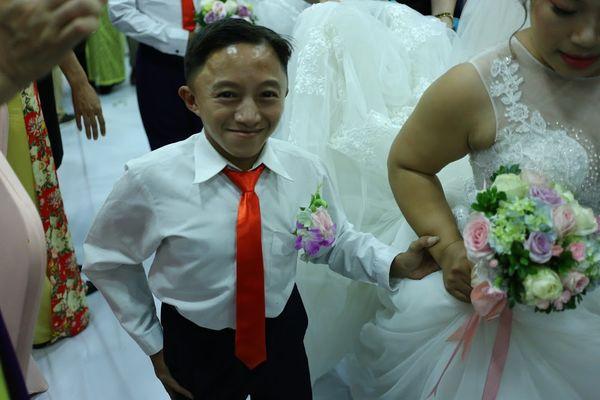 """Đám cưới trong mơ của cặp vợ chồng mù loà: 'Chưa bao giờ nhìn thấy nhau nhưng tôi cảm nhận được tình yêu của nhau"""". - Ảnh 9"""