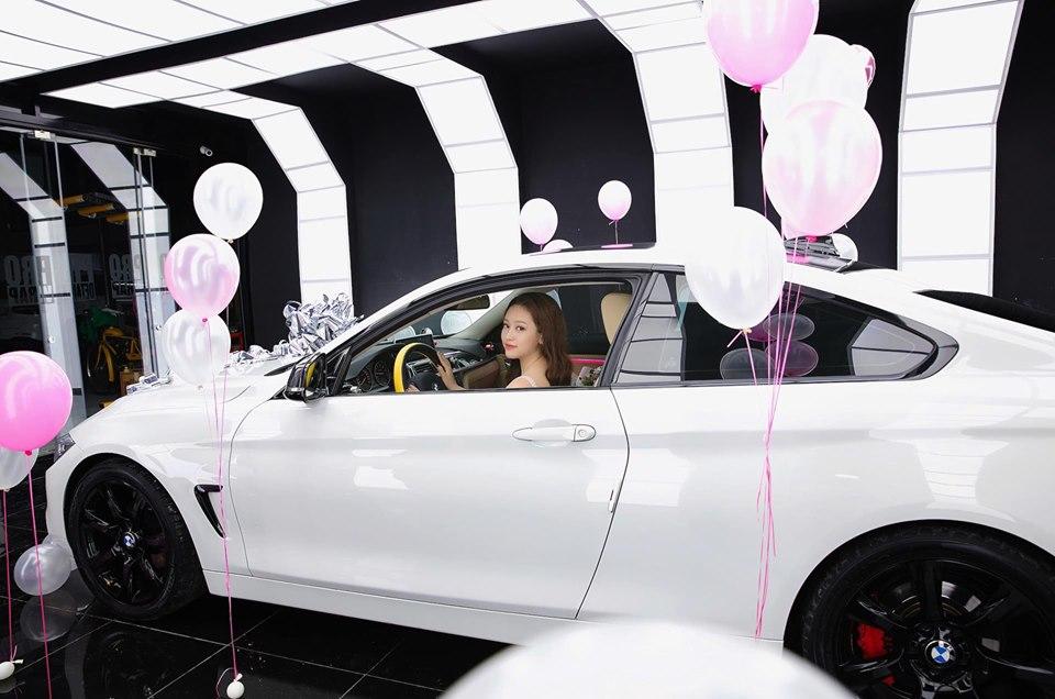 Hot girl Thúy Vi khoe vòng 1 đầy gợi cảm bên xe 2 tỷ, đáp trả tin đồn 'gái ngành' - Ảnh 3