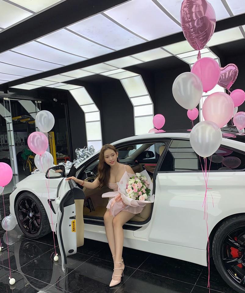 Hot girl Thúy Vi khoe vòng 1 đầy gợi cảm bên xe 2 tỷ, đáp trả tin đồn 'gái ngành' - Ảnh 7
