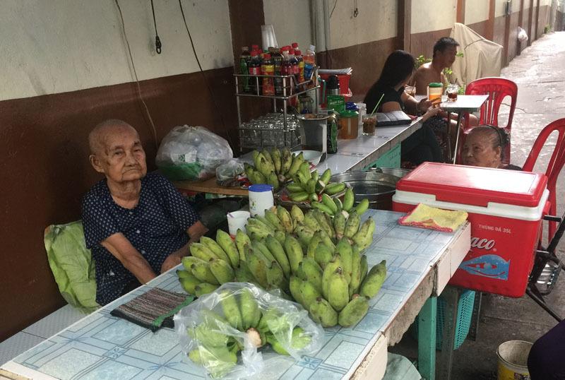 Người mẹ Sài Gòn cắt đất bán dần, một đời gồng gánh 6 con nuôi - Ảnh 2