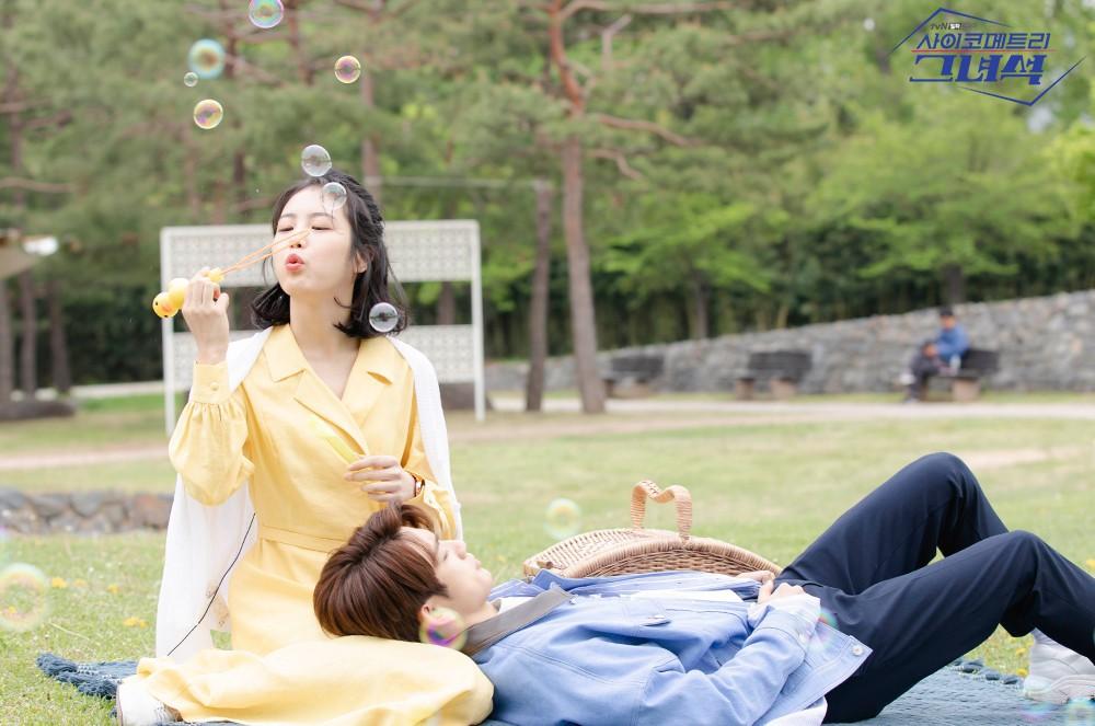 Phim Hàn gần đây có thể ảm đạm, nhưng thời trang trong đó vẫn là nguồn cảm hứng dạt dào cho chị em công sở - Ảnh 12