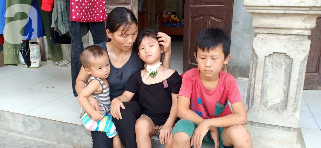 Tâm sự xót xa của bé gái 13 tuổi bị ung thư xương: 'Em con bị bướu cổ, con cưa chân rồi sao chăm sóc được em' - Ảnh 4