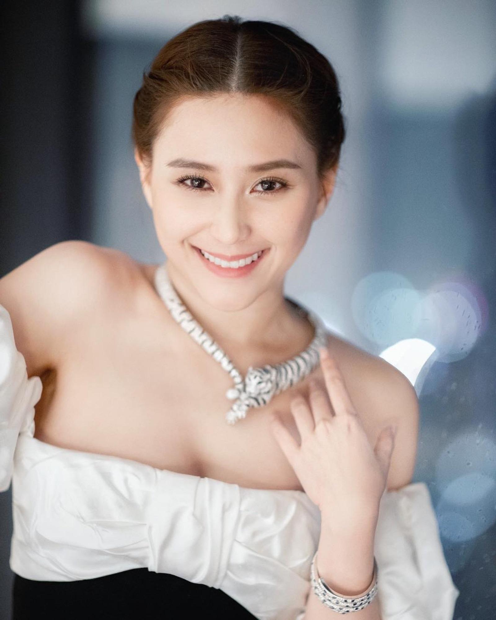 Ái nữ đẹp nhất của Vua sòng bài Macau: Sắc vóc ưu tú vạn người si mê, thuở nhỏ không biết danh tính thật sự của bố ruột - Ảnh 2