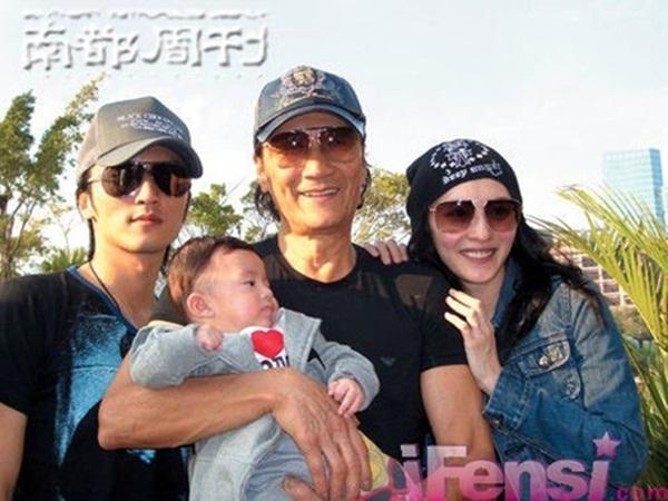 Bố Tạ Đình Phong ngầm xác nhận nam tài tử chính là cha đẻ con trai út của Trương Bá Chi? - Ảnh 2