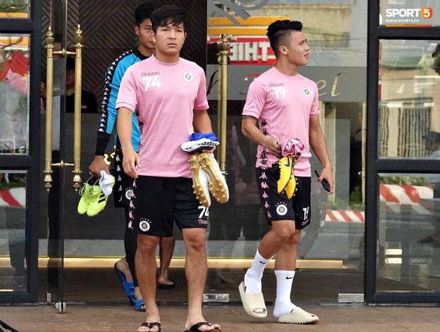 HLV trưởng Hà Nội FC: 'Quang Hải có thể bị xáo trộn tâm lý nhưng đội bóng sẽ bảo vệ cậu ấy' - Ảnh 1