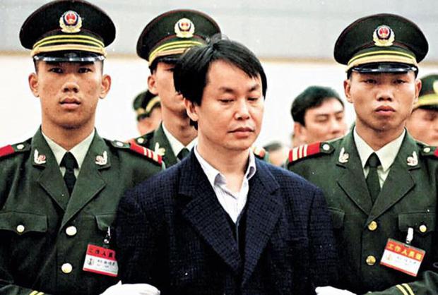 Tên cướp khét tiếng Hồng Kông từng bắt cóc con trai tỷ phú Lý Gia Thành nhưng không dám động vào Vua sòng bài Macau, rốt cuộc là tại sao? - Ảnh 1