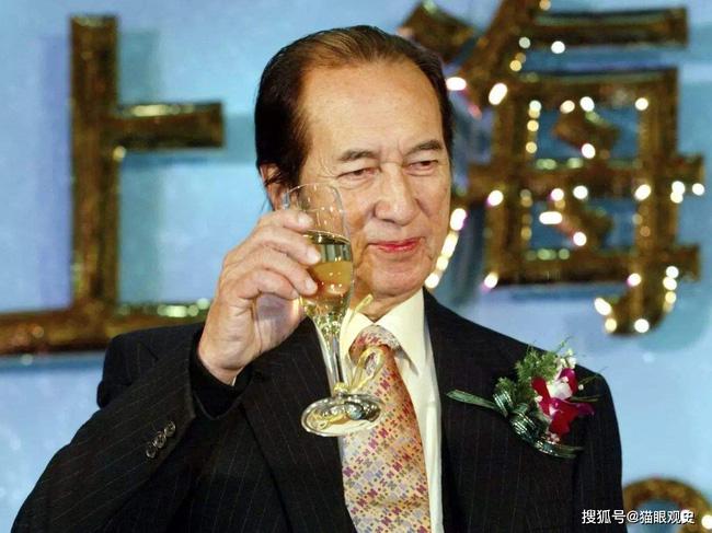 Tên cướp khét tiếng Hồng Kông từng bắt cóc con trai tỷ phú Lý Gia Thành nhưng không dám động vào Vua sòng bài Macau, rốt cuộc là tại sao? - Ảnh 2