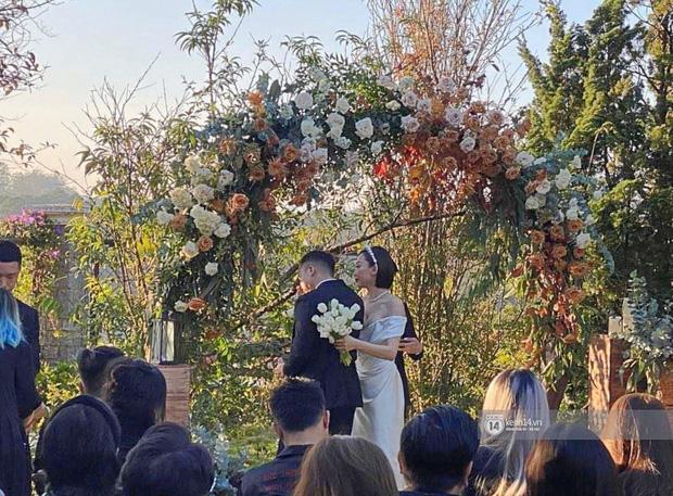 Dậy sóng hình nét căng hiếm hoi trong hôn lễ kín của Tóc Tiên: Nhan sắc cô dâu nổi bật giữa dàn phù dâu toàn hotgirl - Ảnh 2