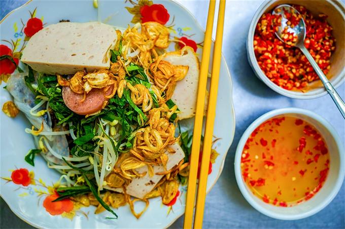 Du khách nước ngoài: Ẩm thực đường phố Sài Gòn ăn một tháng không hết - Ảnh 1