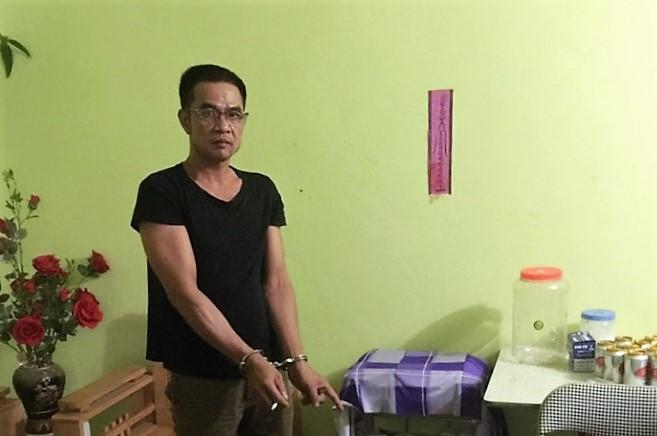 Nối gót vợ, chồng bị bắt quả tang chứa mại dâm ở Quảng Ninh - Ảnh 1