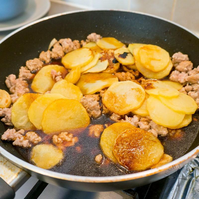 Bí quyết giúp làm món khoai tây xào thịt tuyệt ngon - Ảnh 5