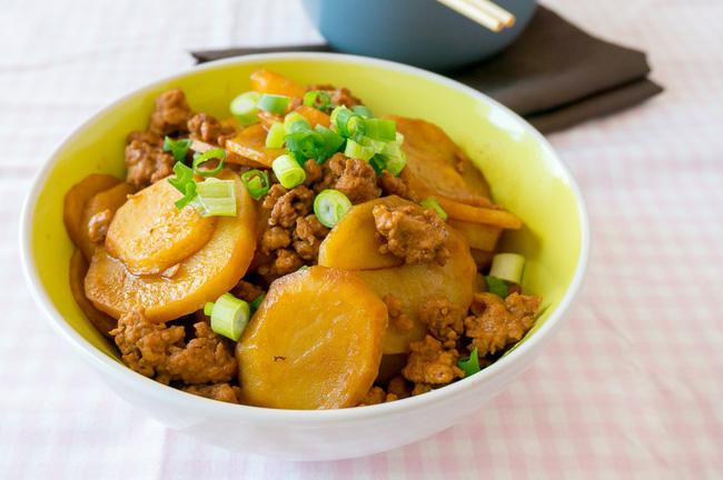 Bí quyết giúp làm món khoai tây xào thịt tuyệt ngon - Ảnh 6