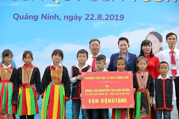 Lễ trao tặng Trường tiểu học & THCS đồng sơn và Quỹ sữa vươn cao Việt Nam trao tặng sữa cho gần 800 trẻ em tỉnh Quảng Ninh - Ảnh 1