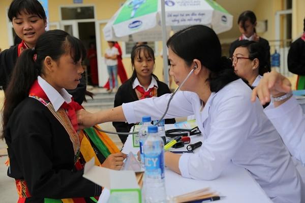 Lễ trao tặng Trường tiểu học & THCS đồng sơn và Quỹ sữa vươn cao Việt Nam trao tặng sữa cho gần 800 trẻ em tỉnh Quảng Ninh - Ảnh 11
