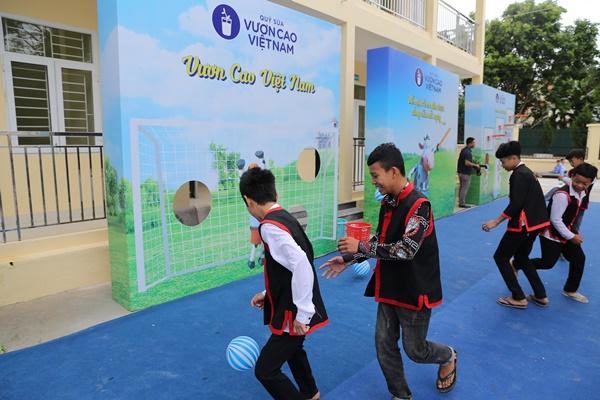 Lễ trao tặng Trường tiểu học & THCS đồng sơn và Quỹ sữa vươn cao Việt Nam trao tặng sữa cho gần 800 trẻ em tỉnh Quảng Ninh - Ảnh 12