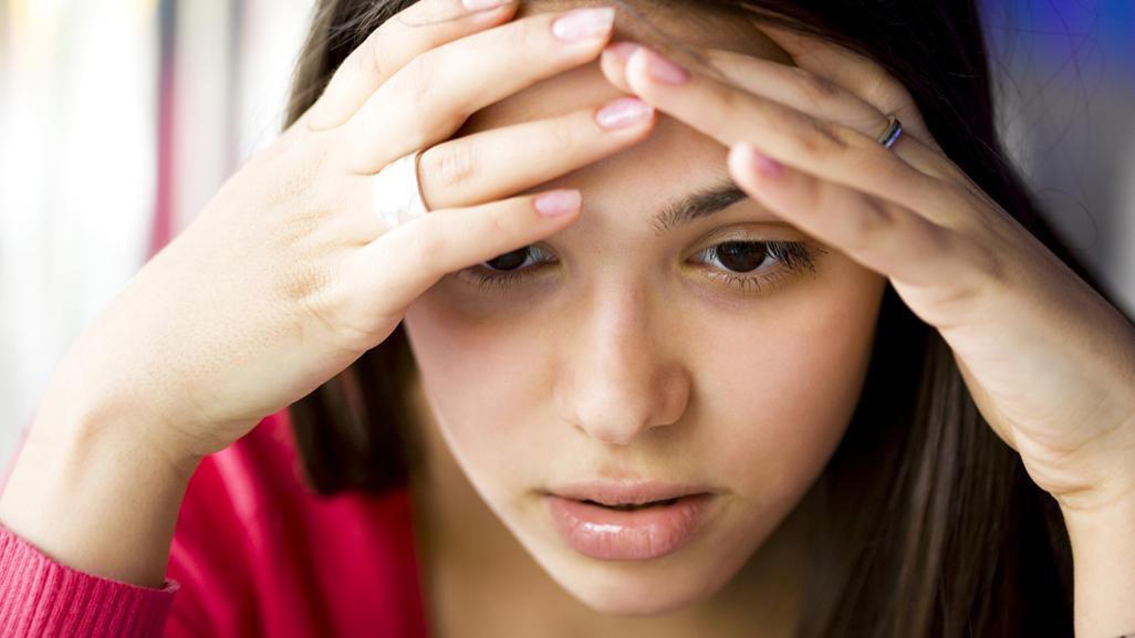Đau bụng kinh kèm theo những dấu hiệu bất thường sau đây có thể là do một vài vấn đề sức khỏe phụ khoa gây ra - Ảnh 1