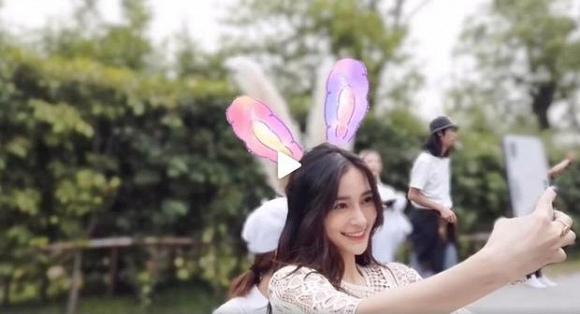 Angelababy tỏ thái độ lạ giữa tin đồn ly hôn Huỳnh Hiểu Minh - Ảnh 1