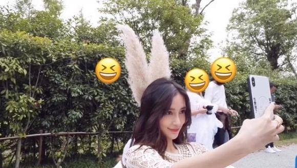 Angelababy tỏ thái độ lạ giữa tin đồn ly hôn Huỳnh Hiểu Minh - Ảnh 2
