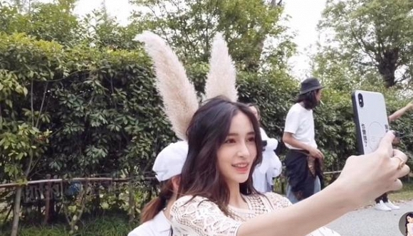 Angelababy tỏ thái độ lạ giữa tin đồn ly hôn Huỳnh Hiểu Minh - Ảnh 4