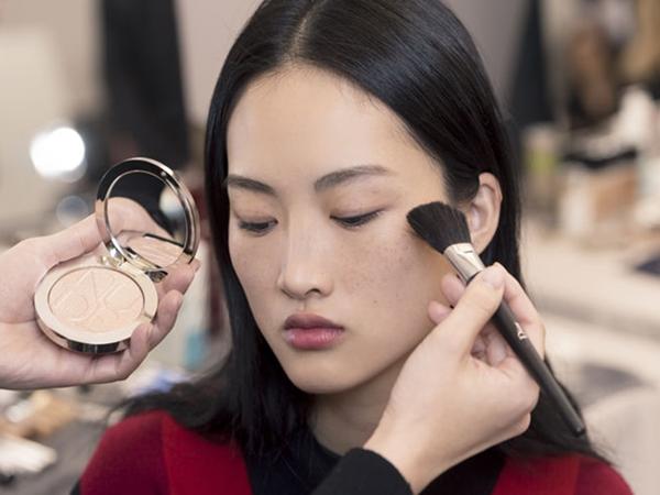 Cứ tẩy trang đúng cách, make up cả ngày cũng chẳng lo mụn hay lão hóa - Ảnh 1