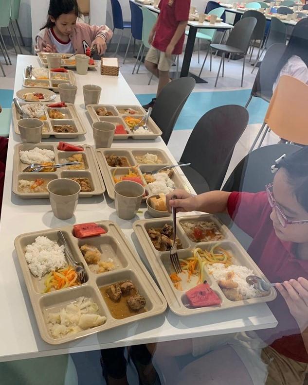 Nhiều học sinh trường Việt Úc đau bụng, nôn ói sau giờ cơm trưa - Ảnh 1