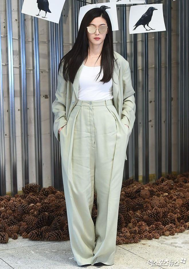 Quần cạp cao mà sao nào cũng mặc thì ra lại là item gây tranh cãi nhất nhì ở Hàn - Ảnh 4