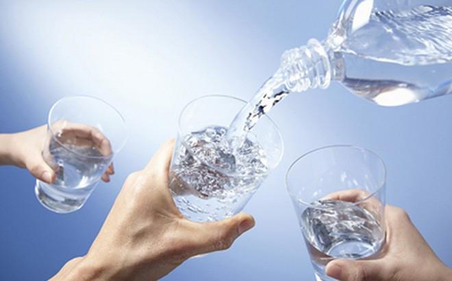 Tiến sĩ Nam khoa cảnh báo: 3 thói quen uống nước 'phá hỏng' thận, rất nhiều người mắc - Ảnh 3