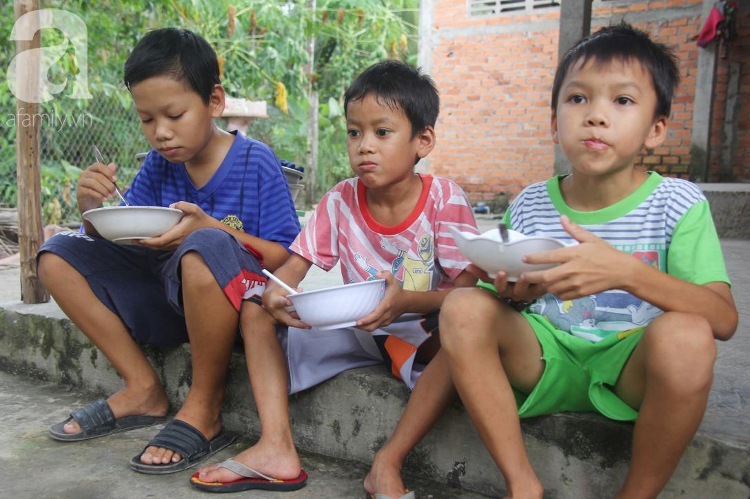 4 đứa trẻ mồ côi cha, ốm trơ xương vì đói ăn bên bà nội già yếu sau khi mẹ bỏ đi lấy chồng mới - Ảnh 2