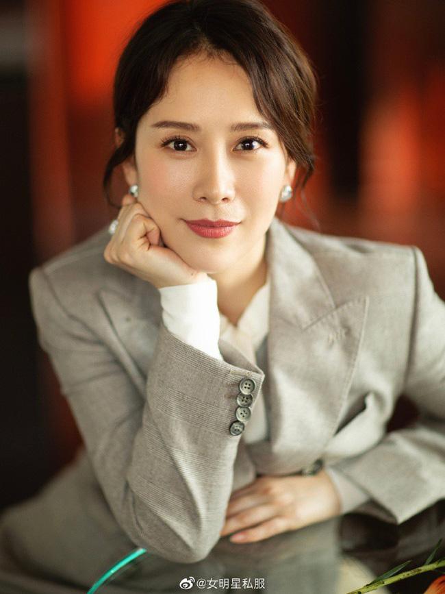 14 mỹ nhân Hoa ngữ ngoài 40 tuổi: Bên cạnh nhan sắc 'hack tuổi' còn gây trầm trồ với style và makeup xuất sắc - Ảnh 5