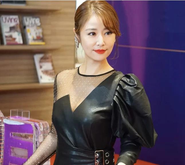 14 mỹ nhân Hoa ngữ ngoài 40 tuổi: Bên cạnh nhan sắc 'hack tuổi' còn gây trầm trồ với style và makeup xuất sắc - Ảnh 7