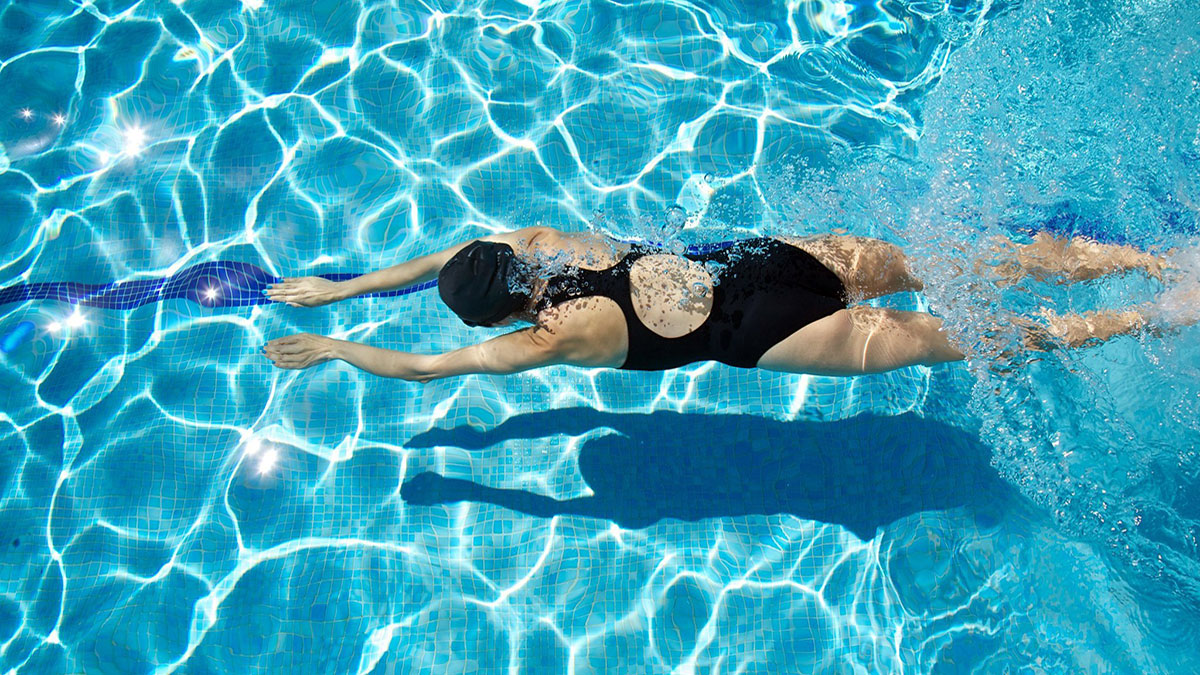 Bơi lội – môn thể thao tốt nhất cho bệnh khớp - Ảnh 1