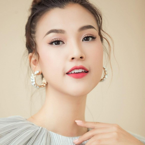 Kỷ niệm 2 năm hẹn hò, Á hậu Hoàng Oanh công khai gần rõ mặt bạn trai Tây - Ảnh 3