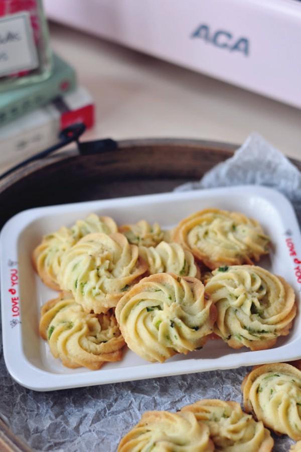 Ngày nghỉ tranh thủ làm bánh quy hành cho bé ăn vặt tăng đề kháng mùa lạnh sắp tới - Ảnh 6