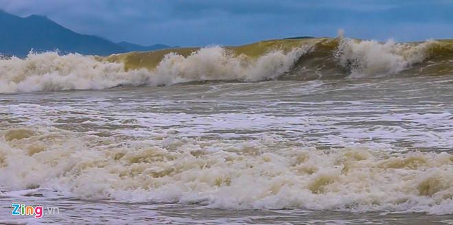 Bão số 9 đang rất gần Bà Rịa - Vũng Tàu với sức gió 75-100 km/h - Ảnh 17
