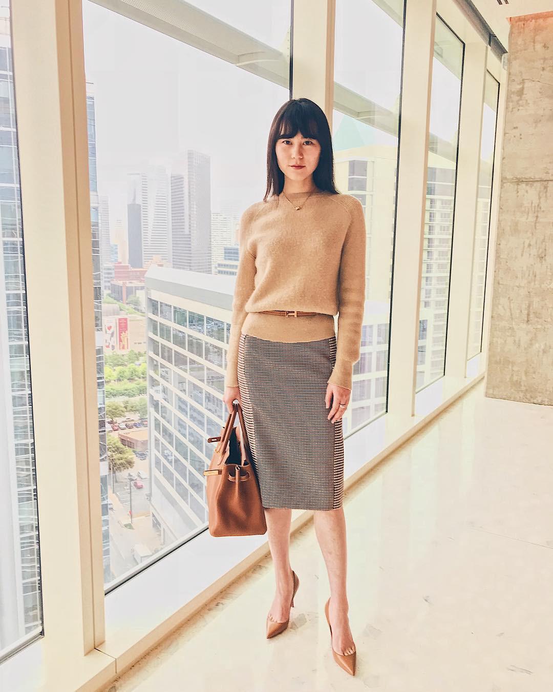 Đơn giản là áo len + chân váy thôi nhưng có đến 4 cách mix&match xinh mê hồn để bạn thỏa sức diện đông này - Ảnh 3