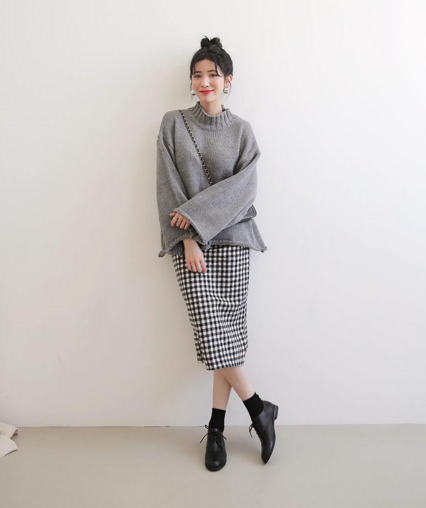 Đơn giản là áo len + chân váy thôi nhưng có đến 4 cách mix&match xinh mê hồn để bạn thỏa sức diện đông này - Ảnh 4