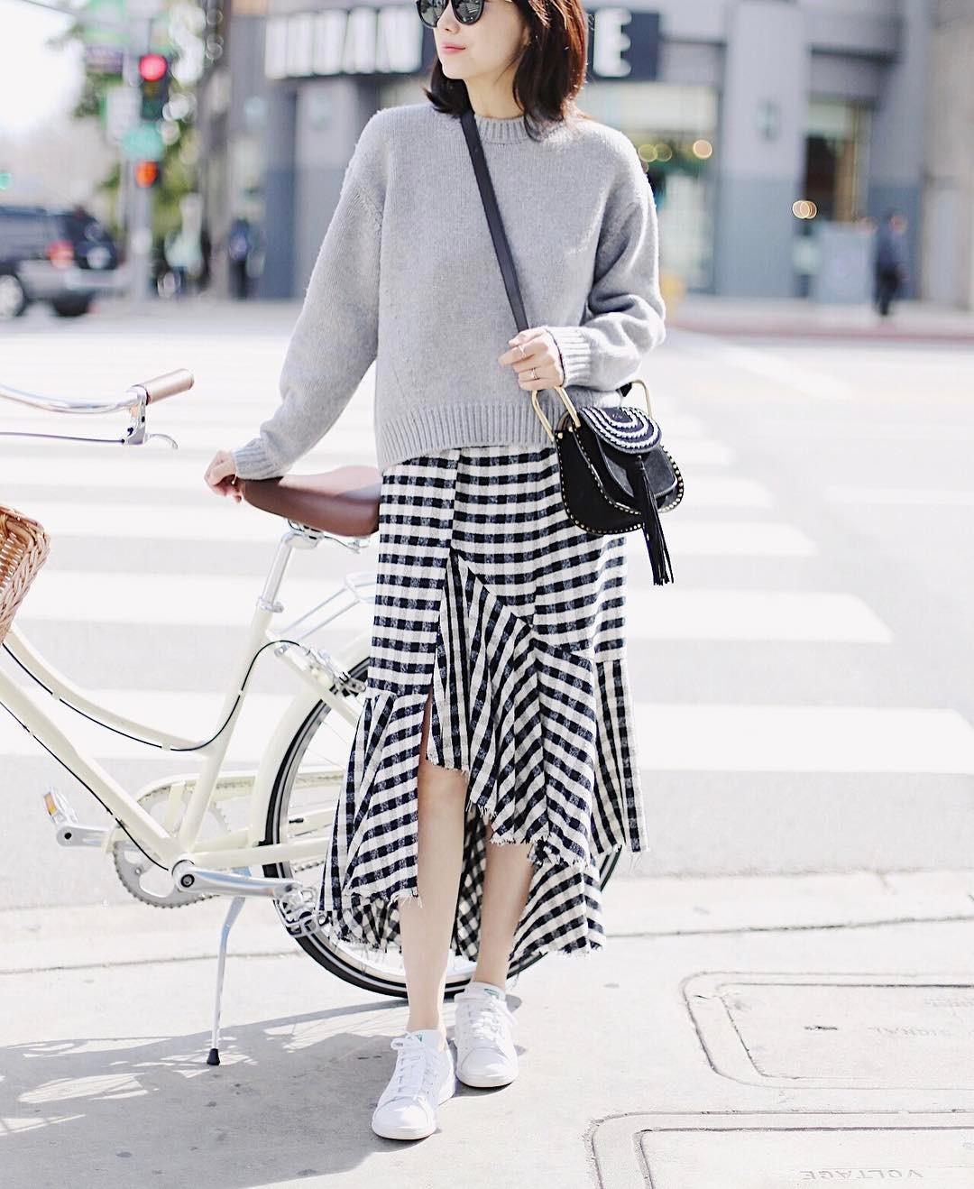 Đơn giản là áo len + chân váy thôi nhưng có đến 4 cách mix&match xinh mê hồn để bạn thỏa sức diện đông này - Ảnh 8