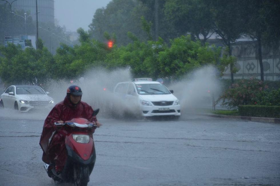 Những hình ảnh Sài Gòn mênh mông biển nước - Ảnh 2