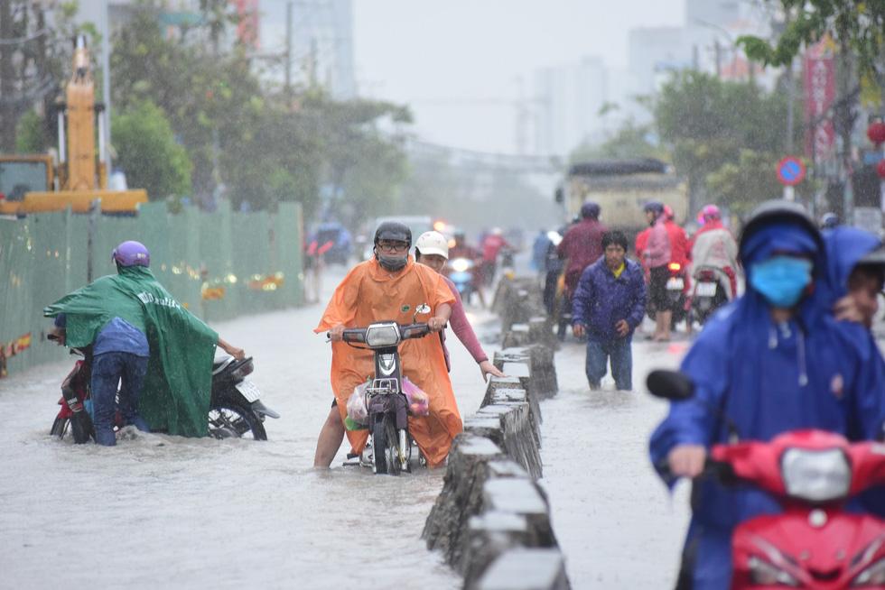 Những hình ảnh Sài Gòn mênh mông biển nước - Ảnh 10