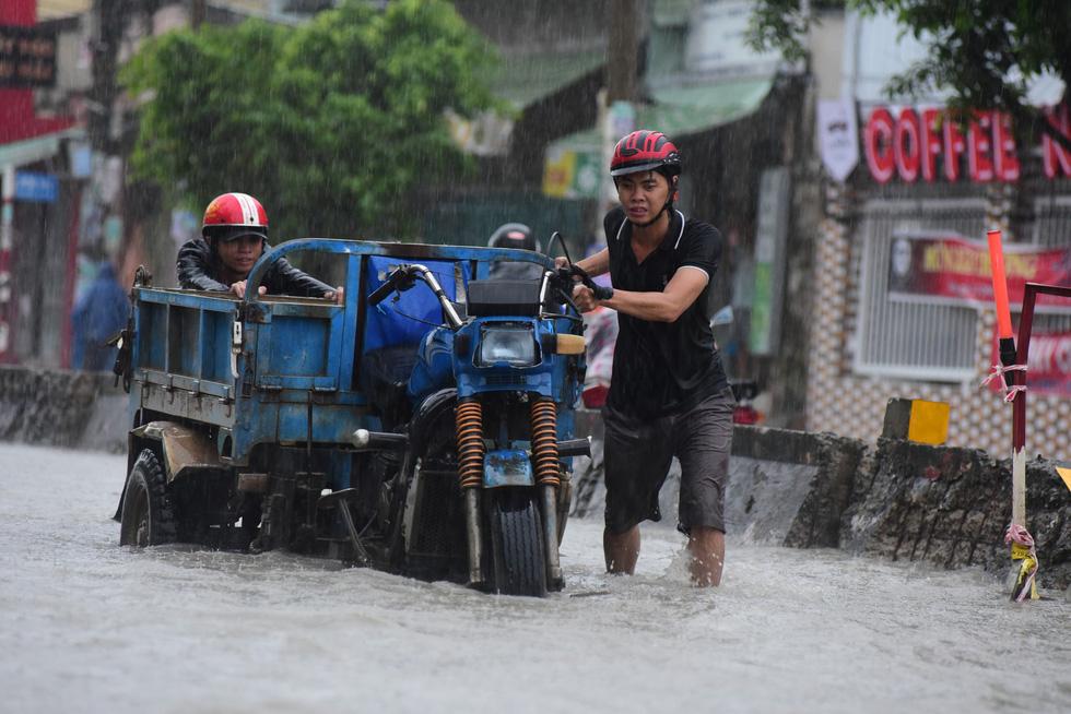 Những hình ảnh Sài Gòn mênh mông biển nước - Ảnh 11